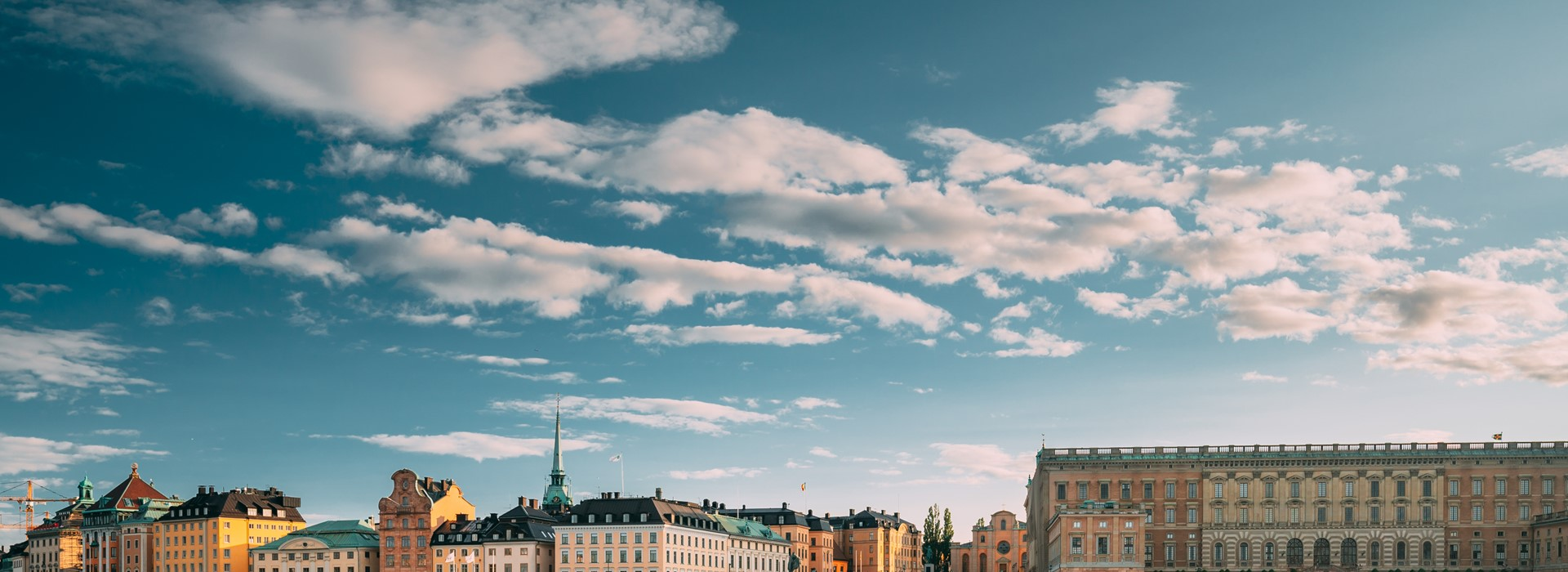 stockholm-sweden-scenic-famous-view-of-embankment-dmnux9z