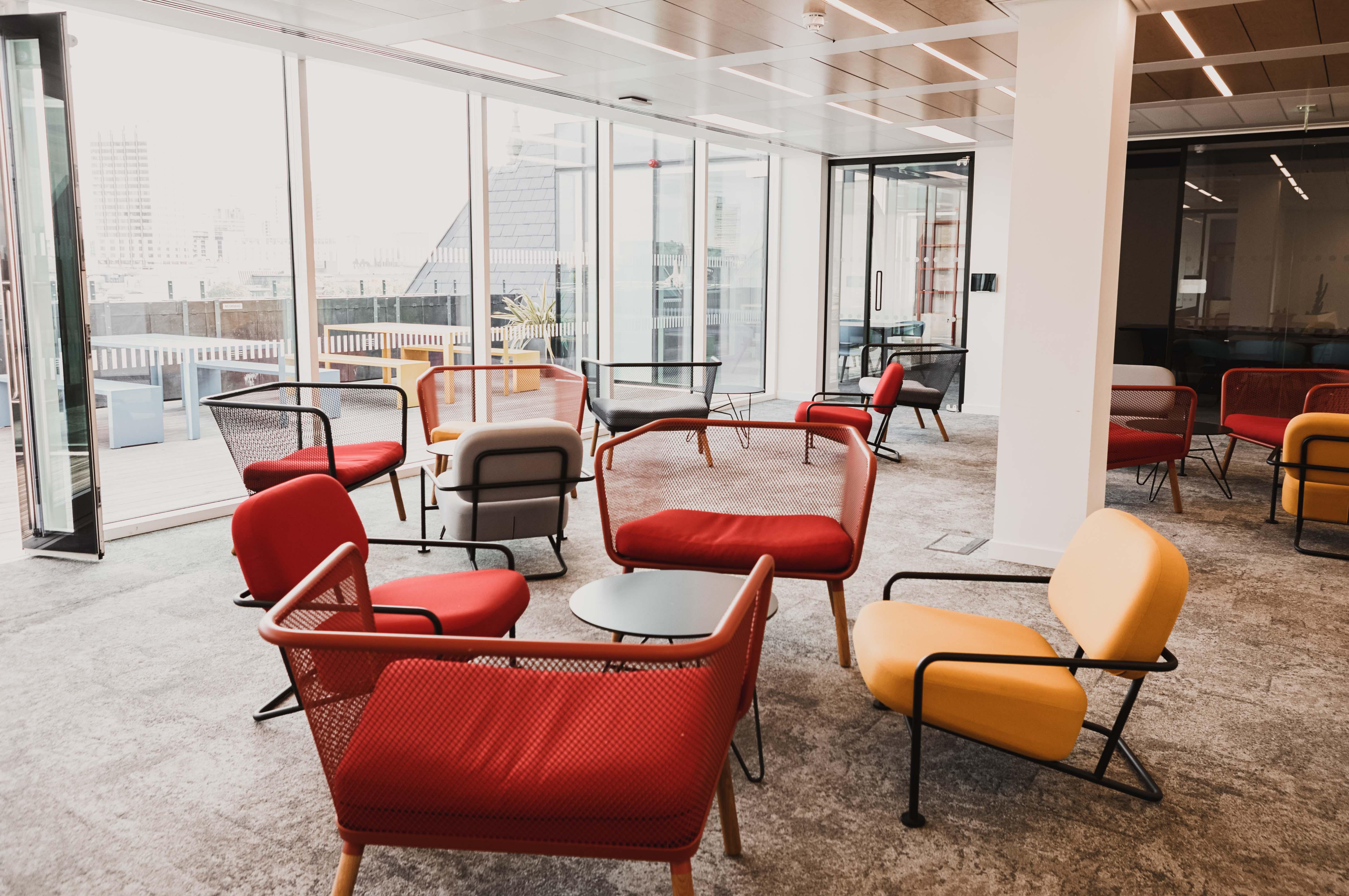 empty-break-room-at-a-modern-business-premises-P5WATS4